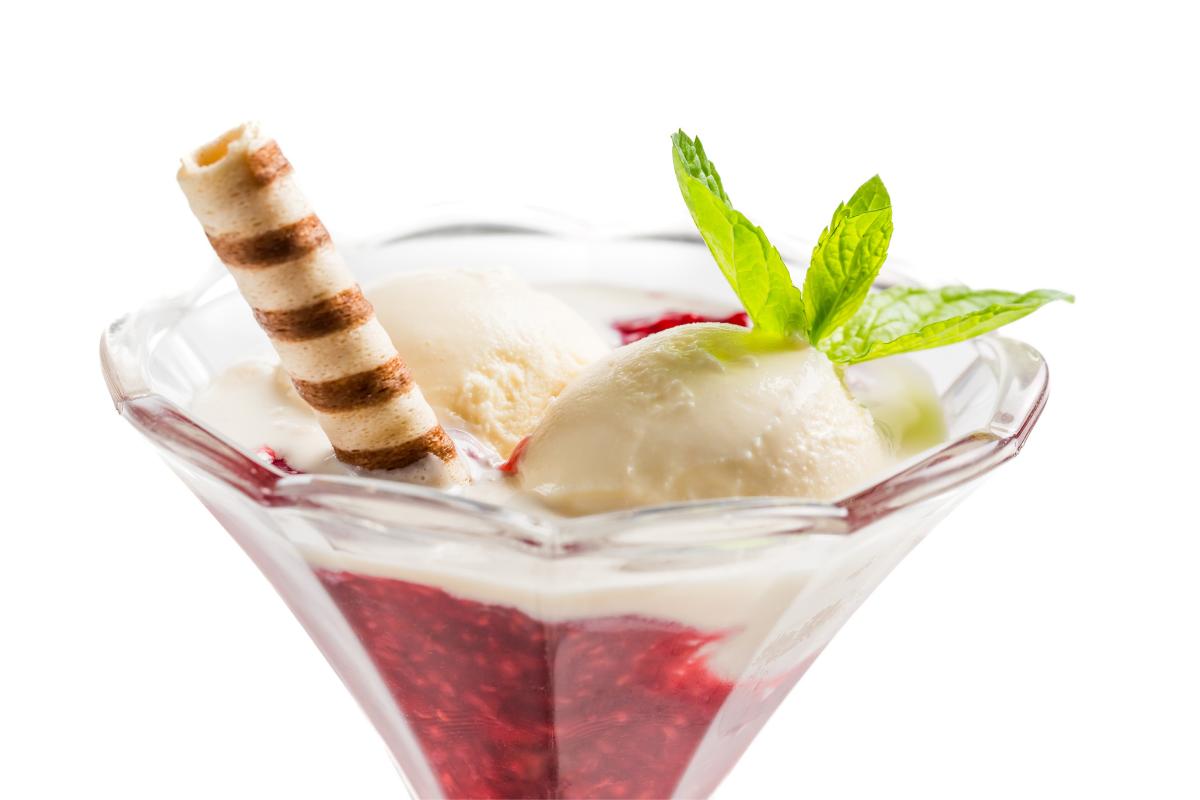 horke-maliny-s-vanikovou-zmrzlinou